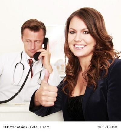 Glücklich beim Arzt mit Krankentagegeld