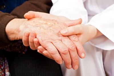 Helfende Hände im Alter