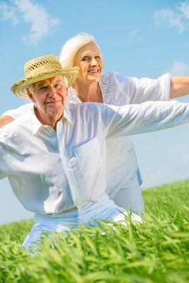 Glückliches Rentenpaar mit lebenslanger Sofortrente