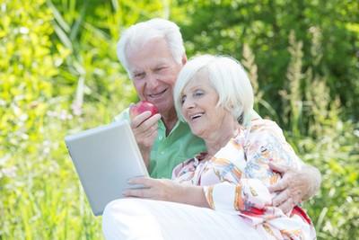 Rentner mit Vertrag zur sofortbeginnenden Rente